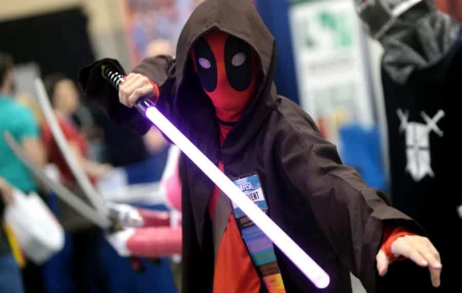 star wars, gwiezdne wojny, deadpool, miecz świetlny, jedi, konwent, cosplay