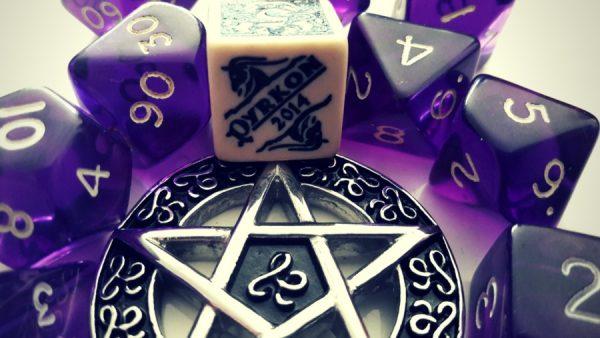 pyrkon, kostki, k10, k12, k20, k8, k6, k4, satanizm, rpg, q-workshop, erpegi, gry fabularne, kości, pentagram, kryształki, fioletowe